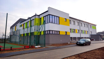 Rozbudowa, jako Generalny Wykonawca, szkoły w Radostkowie #01 » Prace realizowane przez TRANSWOJ-BIS Sp. z o.o. » TRANSWOJ-BIS » Usługi budowlane - Generalny Wykonawca Inwestycji - Wynajem zwyżek Częstochowa - Budowa domów