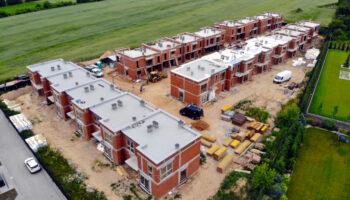 Budowa, jako Generalny Wykonawca, szeregówek w Częstochowie - Cognor #04 » Prace realizowane przez TRANSWOJ-BIS Sp. z o.o. » TRANSWOJ-BIS » Usługi budowlane - Generalny Wykonawca Inwestycji - Wynajem zwyżek Częstochowa - Budowa domów
